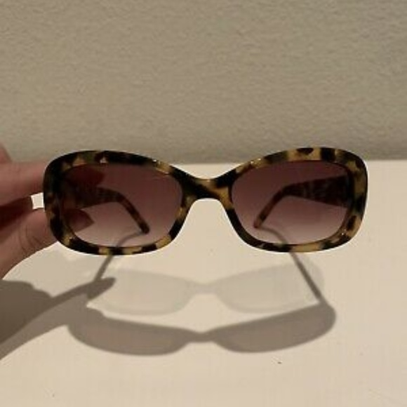 kate spade Accessories - Gorgeous Kate Spade Sunglasses from their Tortoise